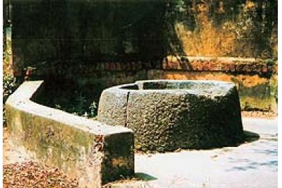 Giếng đá cổ ở Sơn Ðồng