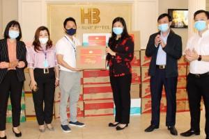 Chủ tịch Ủy ban MTTQ Việt Nam TP. Hà Nội động viên lưc lượng làm nhiệm vụ chăm sóc người cách ly tại Khách sạn Hòa Bình