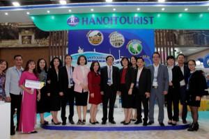 Thứ trưởng Bộ Văn hoá - Thể thao - Du lịch Nguyễn Văn Hùng thăm gian hàng Hanoitourist tại Hội chợ VITM 2020